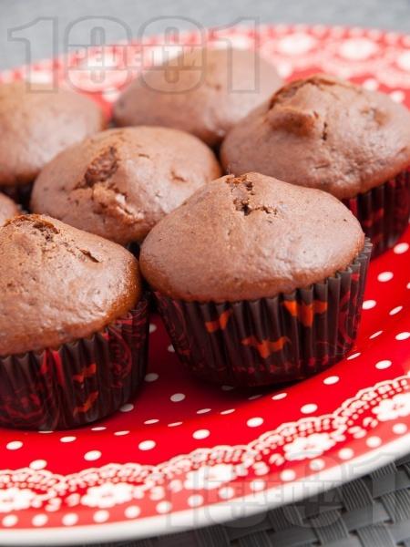 Мини мъфини с какао и сушени плодове - снимка на рецептата